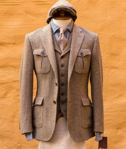 Tweed%2Bcon%2Bchaleco%2Bde%2Bhilera%2Bsencillo%2By%2Bgorra%2Binglesa.jpg